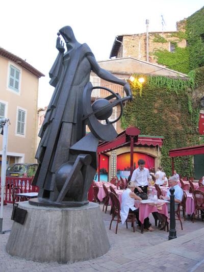Памятник Мишелю Нострадамусу. Фото:Ирина Лаврентьева/Великая Эпоха