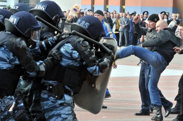 Бійці спецпідрозділів МВС продемонстрували дії силових підрозділів у критичних ситуаціях. Фото: Володимир Бородін/The Epoch Times