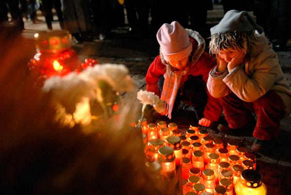 Мероприятия памяти жертв голодоморов прошли в Киеве в государственном музее «Мемориал памяти жертв голодоморов в Украине» 28 ноября 2009 года. Фото: Владимир Бородин/The Epoch Times