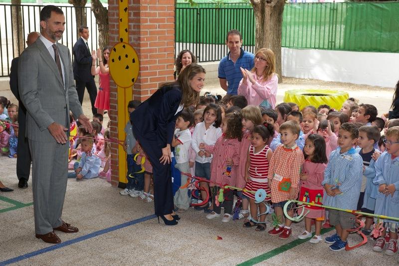 Мадрид, Испания, 17 сентября. Принц Фелипе с супругой Летицией открыли новый учебный год в школе Tomas Romajaro. Фото: Carlos Alvarez/Getty Images