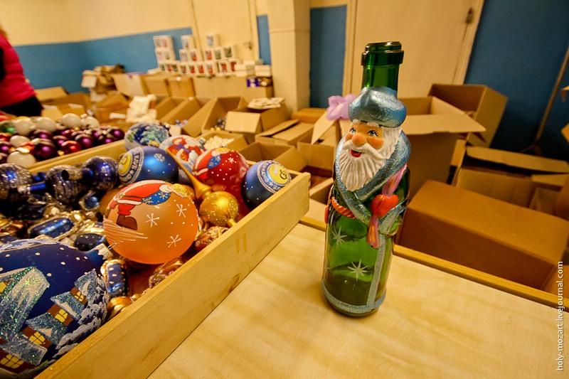 І такі пляшки тут продають. Фото: holy-mozart.livejournal.com