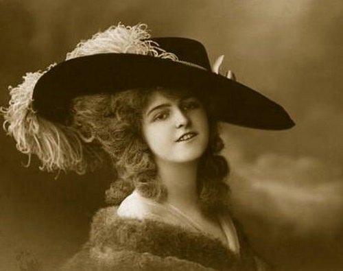 Жіноча мода початку XX століття. Красиві дамські капелюшки. Фото с secretchina.com