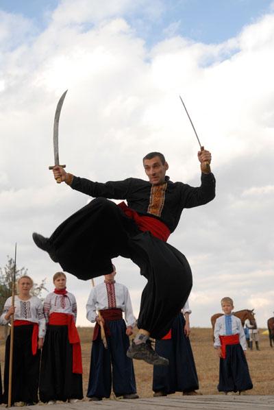 Фестиваль казацкого боевого гопака в Пирогово 3 октября 2009 года. Фото: Владимир Бородин/The Epoch Times