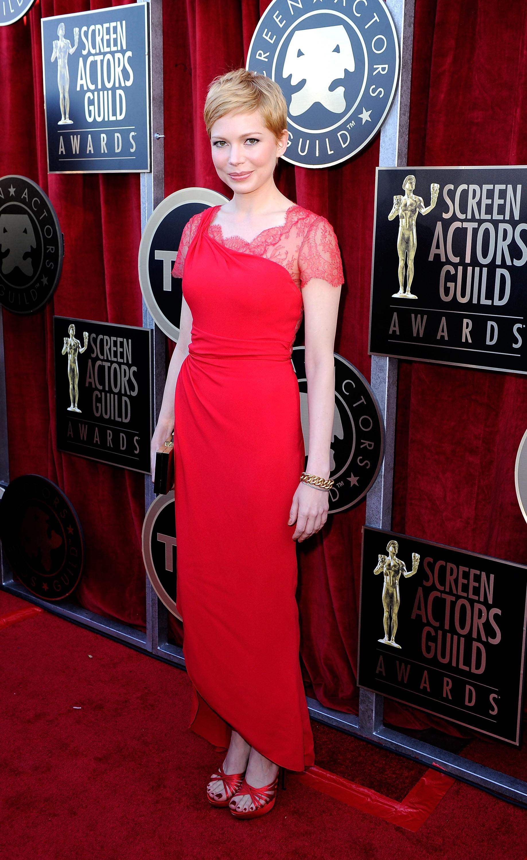 Мишель Уильямс в ярко-красном платье от Valentino. Фото: Kevork Djansezian/Getty Images