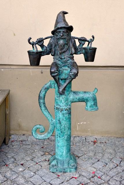Зберігач води на Ринковій площі Вроцлава. Фото: Claudio Villa/Getty Images