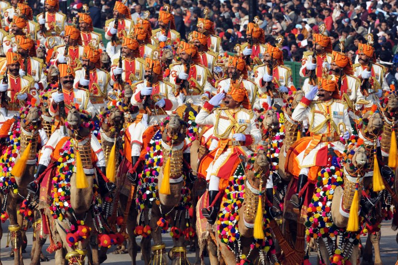 Индийские пограничники едут верхом на верблюдах. Парад в честь Дня Республики. Нью-Дели, Индия, 26 января 2012 г. Фото: RAVEENDRAN/AFP/Getty Images