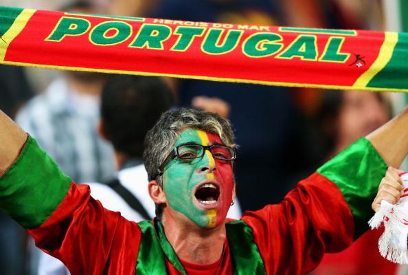 Донецк, — 27червня: фан збірної Португалії підтримує свою збірну в матчі проти Іспанії 27червня, Донбас Арена. Фото: Alex Livesey/Getty Images