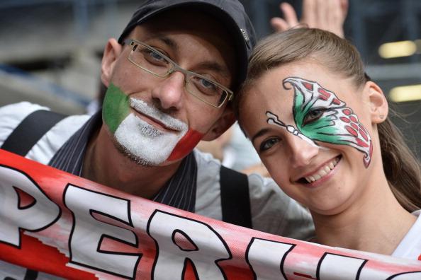 Поклонники национальной сборной Италии на матче Италии против Хорватии 14 июня 2012 года в Познани. Фото: GIUSEPPE CACACE/AFP/Getty Images