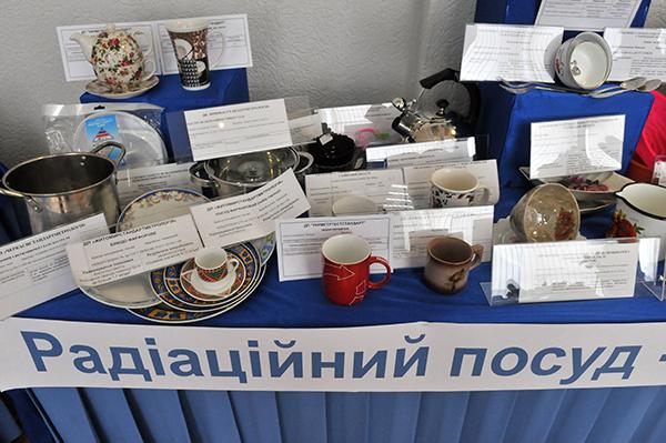 Керамическая посуда содержащая повышенное количество радиоактивных элементов и некачественная металическая посуда. Фото: Владимир Бородин/The Epoch Times Украина