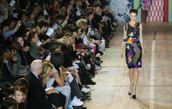 Коллекция марки одежды Basso & Brooke сезона весна-лето 2009 дизайнеров Бруно Бассо (Bruno Basso) и Кристофера Брука (Christopher Brooke). Фото: Dan Kitwood/Getty Images