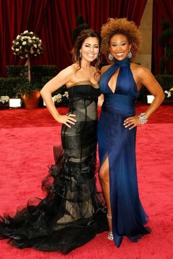 Ведущие Бобби Томас (Bobbie Thomas (L)) и Тамика Рей (Tamika Ray) посетили церемонию вручения Премии Оскар в Голливуде Фото: Vince Bucci/Getty Images