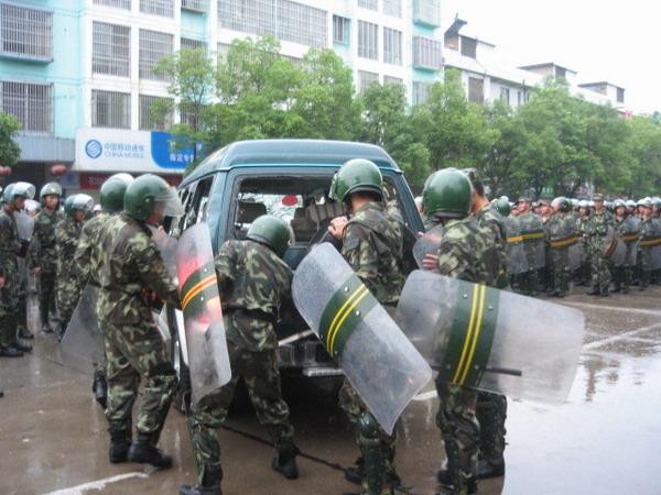Многотысячный народный бунт произошёл с 19 на 20 июня в городе Шишоу провинции Хубэй. Фото с ntdtv.com