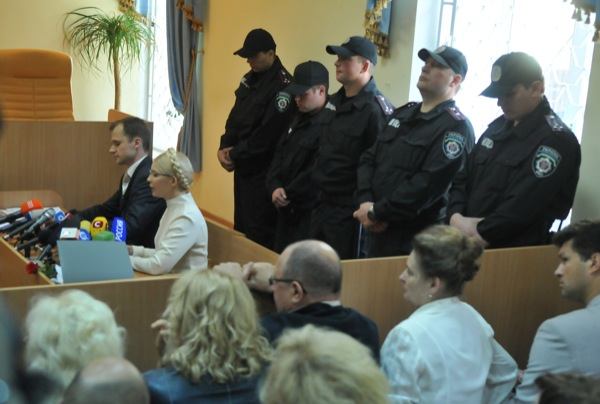 Судебное заседание по делу экс-премьер министра Украины Юлии Тимошенко в Печерском районном суде 4 июля 2011 года. Фото: Владимир Бородин/The Epoch Times Украина
