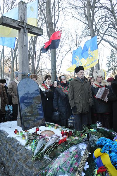 Памятная акция возле памятника Героев Крут на Аскольдовой могиле в Киеве 29 января 2011 года. Фото: Владимир Бородин/The Epoch Times