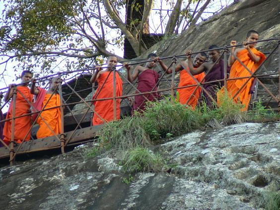 Буддійські монахи. Фото: paularps2/Flickr