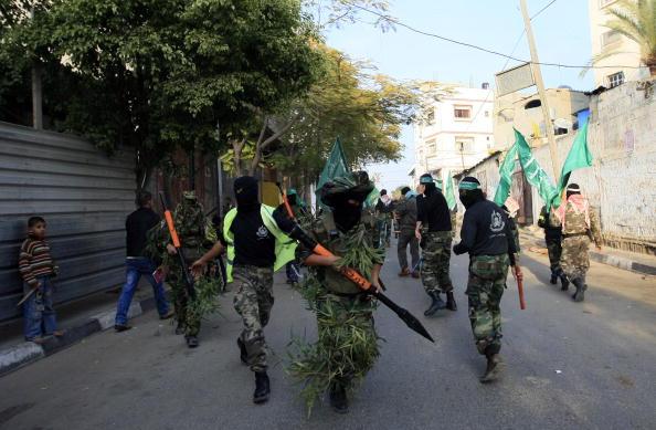 Члены террористической организации Хамас отмечают первую годовщину израильской войны в секторе Газа. Фото: MOHAMMED ABED/AFP/Getty Images