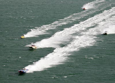 Джесси Джеймс ведет гонку. Фото: Sandra Mu/Getty Images