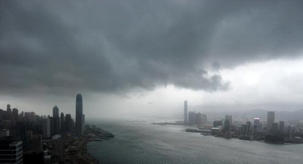 До Гонконгу насувається тайфун Нісат.21 вересня 2011 р. Фото: Ed Jones/Getty Images
