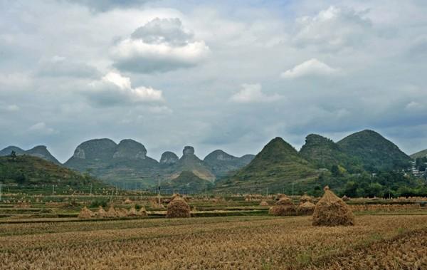 Деревня Шитоу расположена в живописном месте. Фото: img542.ph.126.net