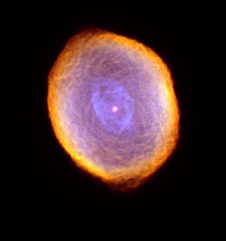 7 сентября 2000 г. Туманность IC 418, похожая на многогранный драгоценный камень. Данная туманность расположена в 2000 световых лет от Земли. Фото: NASA and The Hubble Heritage Team (STScI/AURA)