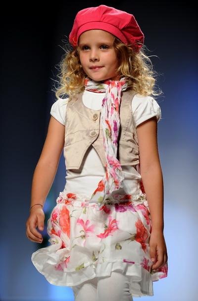 Торгова марка MISS BLUMARINE. Виставка Pitti Immagine Bimbo у Флоренції. Колекція весна/літо 2011. Фото: ALBERTO PIZZOLI/AFP/Getty Images