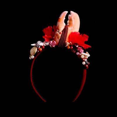 Наймодніший аксесуар цього літа — обруч або ободок. Фото: neeu.com