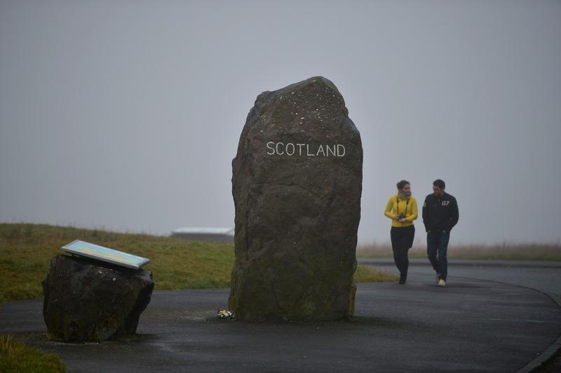 Картер-Бар, Шотландія, 22жовтня. Камінь біля траси А68, що відокремлює територію Англії від Шотландії. Восени 2014року Шотландія збирається провести референдум про незалежність. Фото: Jeff J Mitchell/Getty Images
