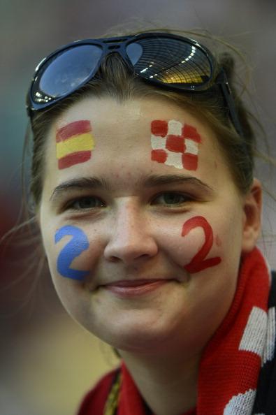 Фанатка футболу з рахунком 2—2на обличчі перед матчем Хорватії та Іспанії 18червня 2012,Арена Гданськ. Підсумковий рахунок 2:2вивів би обидві збірні в чвертьфінал. Фото: PIERRE-PHILIPPE MARCOU/AFP/Getty Images