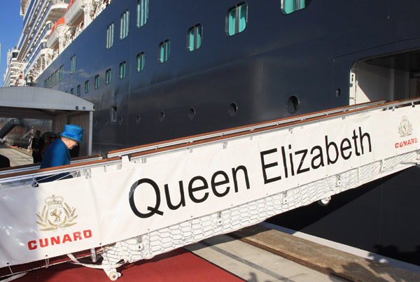 Королева Великобританії відвідала церемонію найменування нового круїзного лайнера флотилії Cunard «Queen Elizabeth», названого на її честь, місто-порт Саутгемптон, Англія, 11 жовтня 2010 р. Фото: AFP/Getty Images