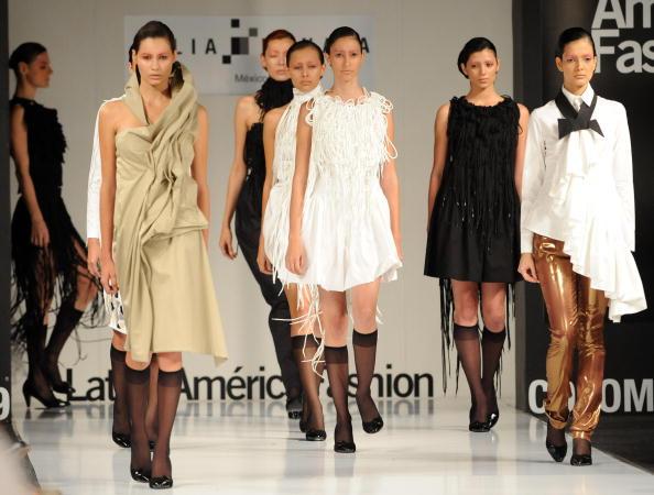 Женская коллекция от мексиканских дизайнеров Julia и Renata/RAUL ARBOLEDA/AFP/Getty Images
