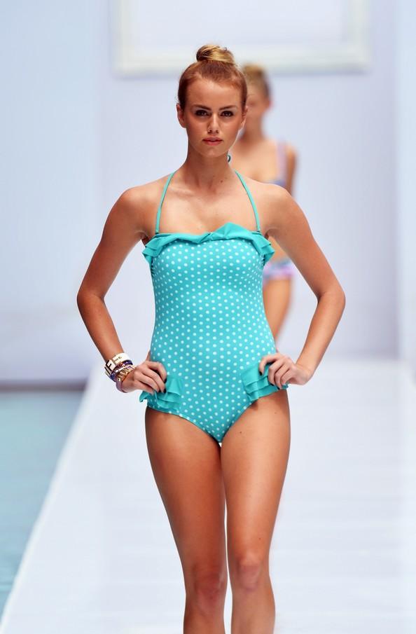 Новинки пляжной моды на Mercedes-Benz Fashion Week Swim 2014. Фото: Mike Coppola/Getty Images