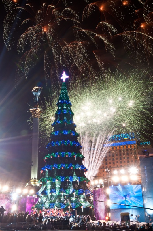 У Києві 19 грудня 2012 року запалили новорічну ялинку. Фото: Володимир Бородін / Велика Епоха