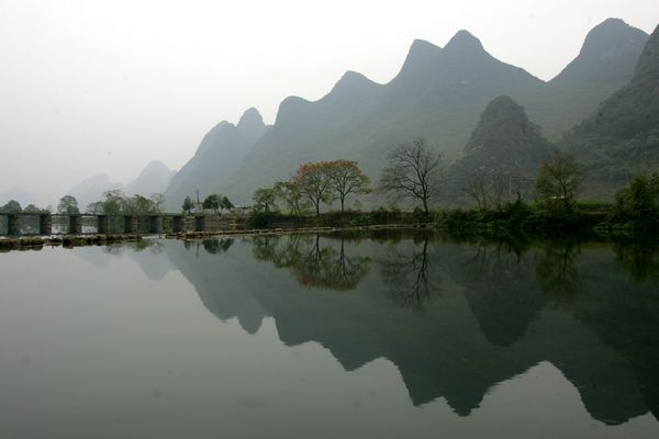 Пейзажи гор и рек города Гуйлиня. Фото: China Photos/Getty Images