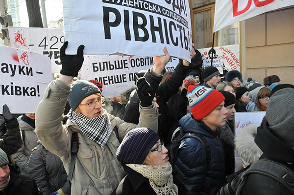 Акция протеста студентов в Киеве 28 февраля против принятия нового закона «О высшем образовании» и за отмену распоряжения о сокращении госзаказа на 42%. Фото: Владимир Бородин/The Epoch Times Украина