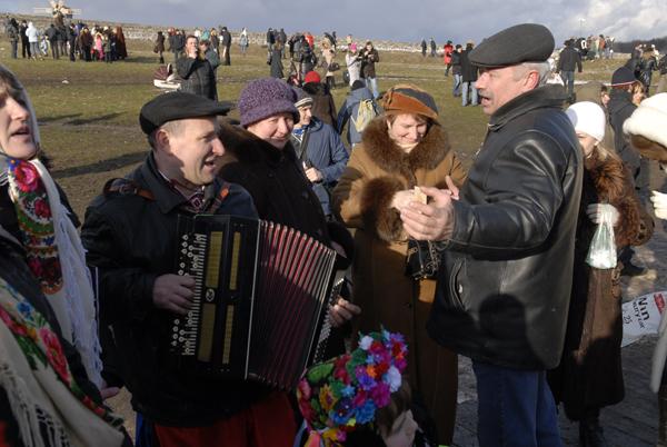 На масленице в Пирогово каждый мог сплясать и потанцевать. Фото: Владимир Бородин/The Epoch Times Украина