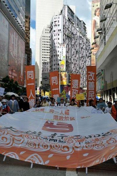 Представители различных групп выразили свои мнения и требования на всеобщем народном шествии в Гонконге. Фото: AFP PHOTO/MIKE CLARKE