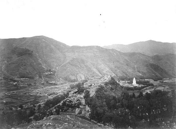 Монастир лам у горах Утайшань. Китай часів династії Цін. Фото: William Purdom