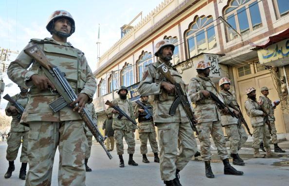 Солдаты принимают участие в религиозном праздновании Шиитов. Пакистан. Фото: BANARAS KHAN/AFP/Getty Images
