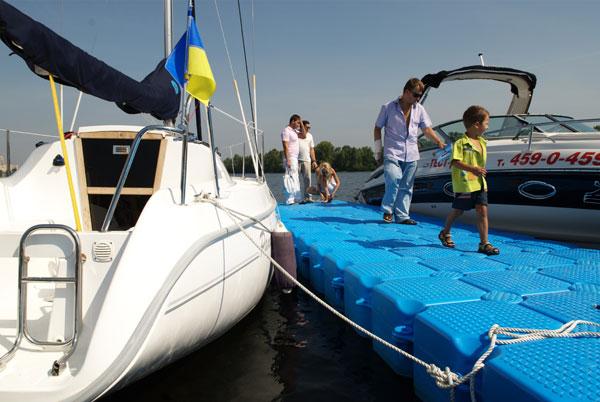 Международная выставка яхт Бот-шоу Столица-2008 проходит в Киеве. Фото: Владимир Бородин/The Epoch Times