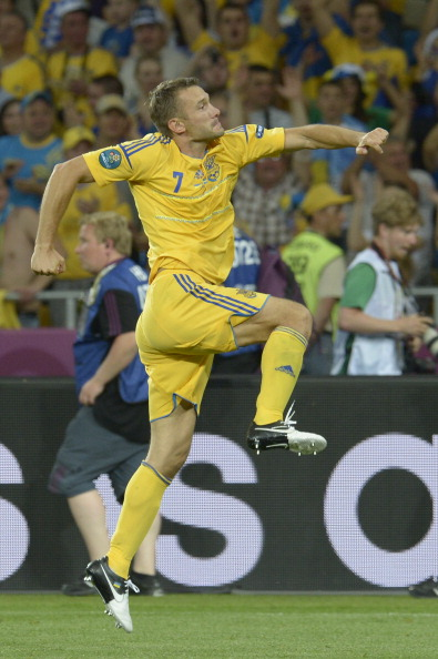 Украинский форвард Андрей Шевченко отмечает забитый гол в ворота Швеции, 11июня, Киев. Фото: JONATHAN NACKSTRAND/AFP/Getty Images