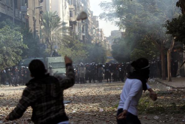 В Каїрі третій день тривають масові протести і сутички маніфестантів із поліцією. Фото: MAHMUD KHALED/AFP/Getty Images