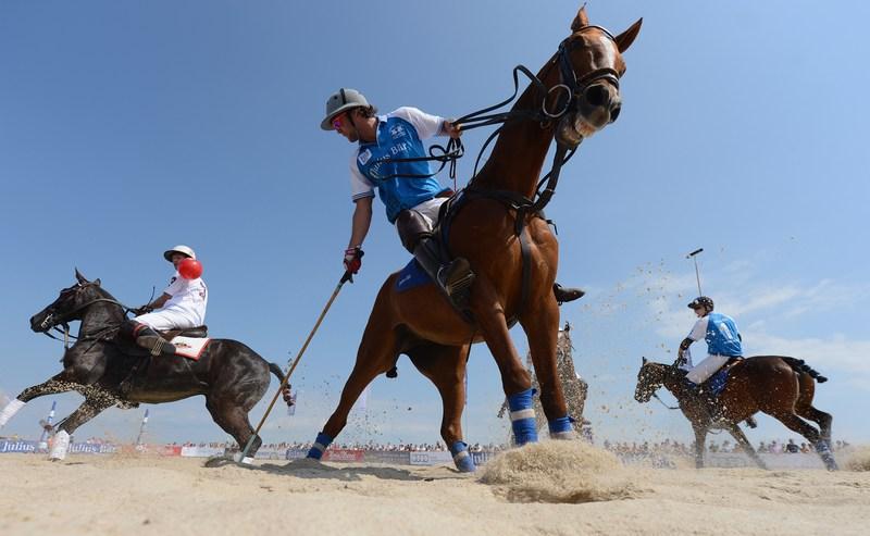 Хёрнум, Германия, 27 мая. Чемпионат мира по пляжному поло стартовал в Германии. Фото: Harry Engels/Getty Images