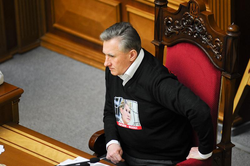 Оппозиция продолжает блокировать работу парламента, добиваясь персонального голосования. Фото: Владимир Бородин/Великая Эпоха