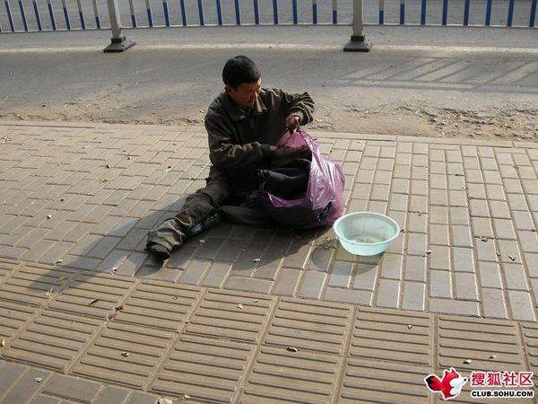 Нелёгкая профессия «инвалид». Фото с aboluowang.com