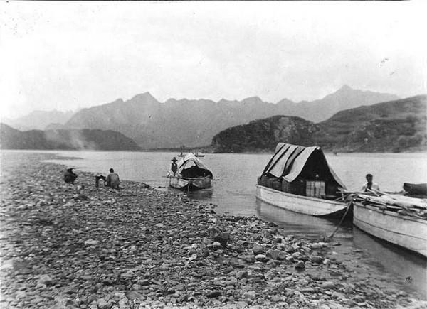 Лодки на реке Луаньхэ. Фото: William Purdom