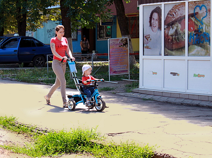 На улицах появились дети. Фото: Ирина Рудская