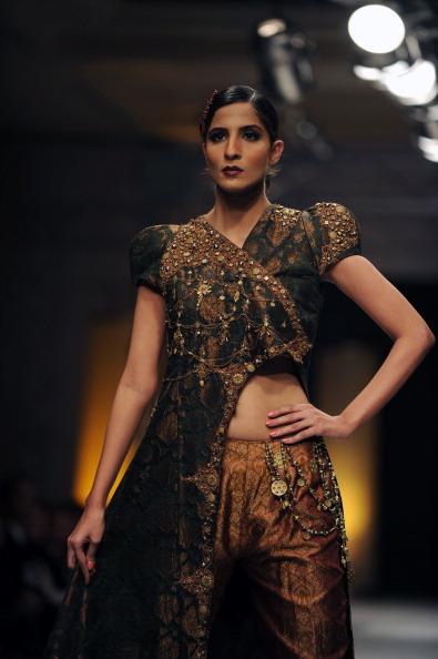 Исламабадская неделя моды — Nilofer Shahid. Фото AAMIR QURESHI/AFP/Getty Images