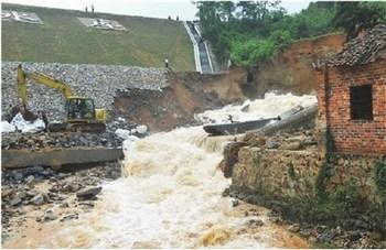 На півдні Китаю відбулися сильні повені. 6 травня 2010 р. Фото: AFP