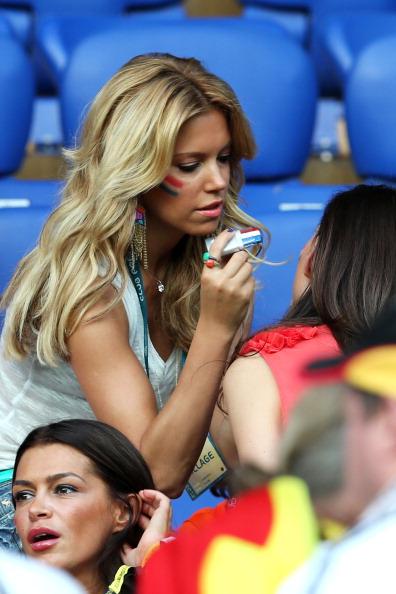 Харьков, Украина — 13 июня: Сильвия Ван дер Ваарт смотрит с трибуны матч между Нидерландами и Германией. Фото: Joern Pollex/Getty Images