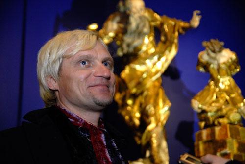 Олег Скрипка на открытии Большого скульптурного салона в Киеве. Фото: Великая Эпоха